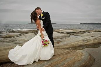 Breathtaking kiss on the rocks